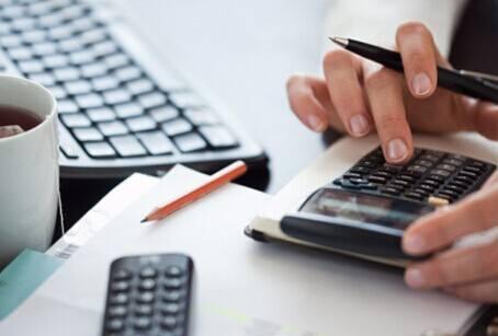 上海代理记账和公司的会计做账相比,哪个更好?